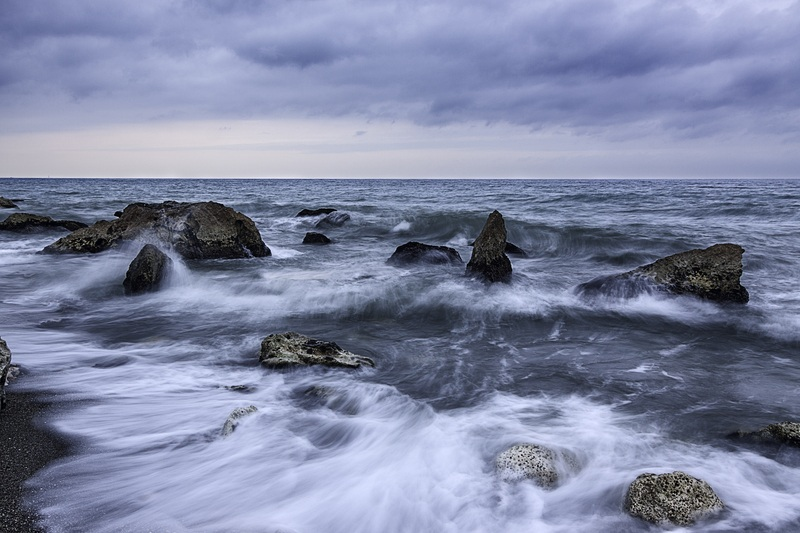 A Dancing Waves with Rocks
