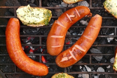 Barbecue Sausages & Bread