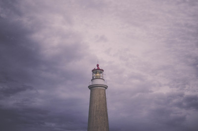 Brown Lighthouse y Daytime