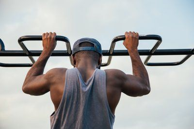 Fitness Homme Chin Ups