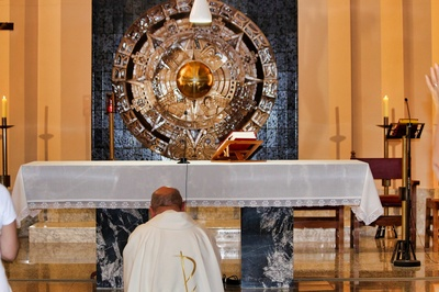 Holy Mass at the Altar of the Lord