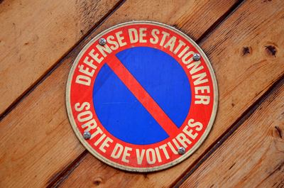 No Parking Sign In French