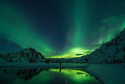 Snow Mountain mit Aurora Borealis