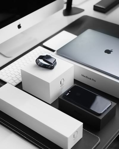 Space Black Case Apple Watch, Silver Macbook Pro, Jet Black Iphone
