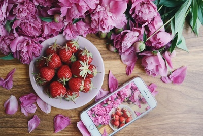 Strawberries & iPhone