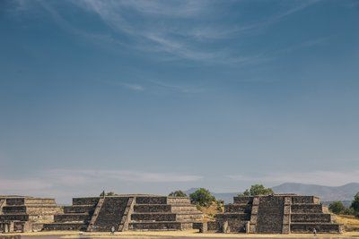 Teotihuacan temples sous bleu Skyes