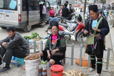 Vietnamese Ethnic group in the market