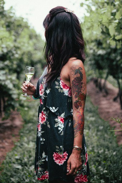 Women's Fashion Woman In Dress In Vineyard